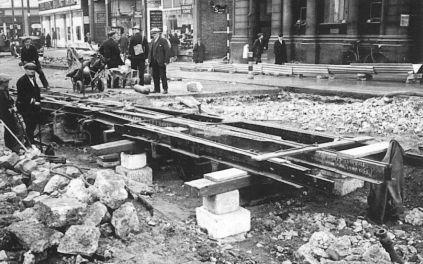 B4 restoring track St johns Hill Clapham 10-1940