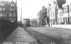 Tram West St Leo-Gros Gardens