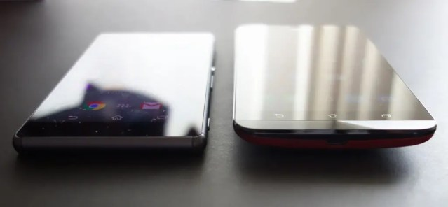 Xperia Z3と比べると厚みが全く違う