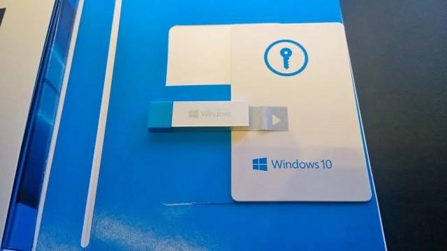 鍵はカードの大きさの台紙の裏に書いてある
