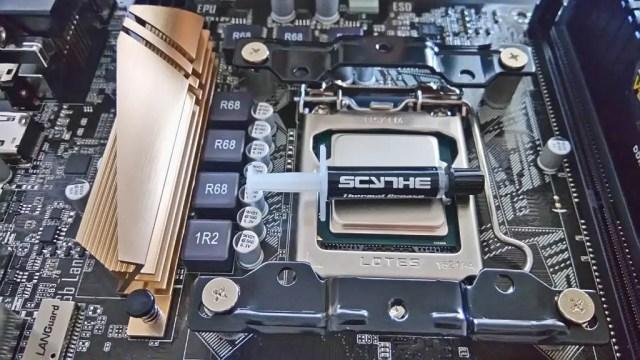 CPUクーラーに同梱されていたシリコングリスを塗る