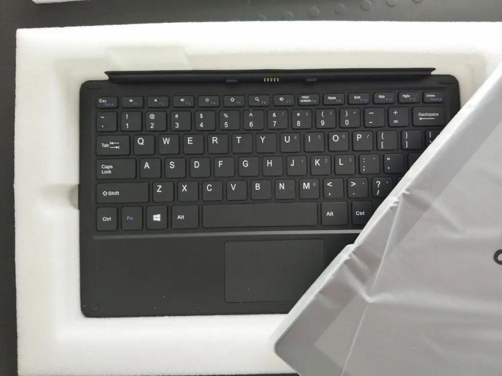 キーボードは普通のノートパソコンのキータッチのようです。厚みある