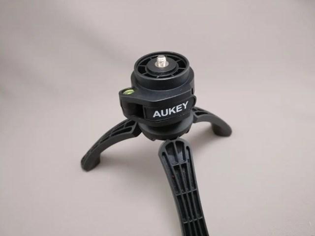 AUKEY ミニ三脚+スマートフォンホルダー CP-T01 三脚 フタを取る