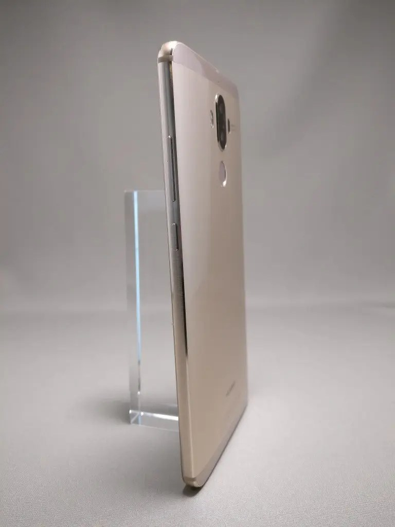 Huawei Mate 9 ゴールド 外観 裏面 1