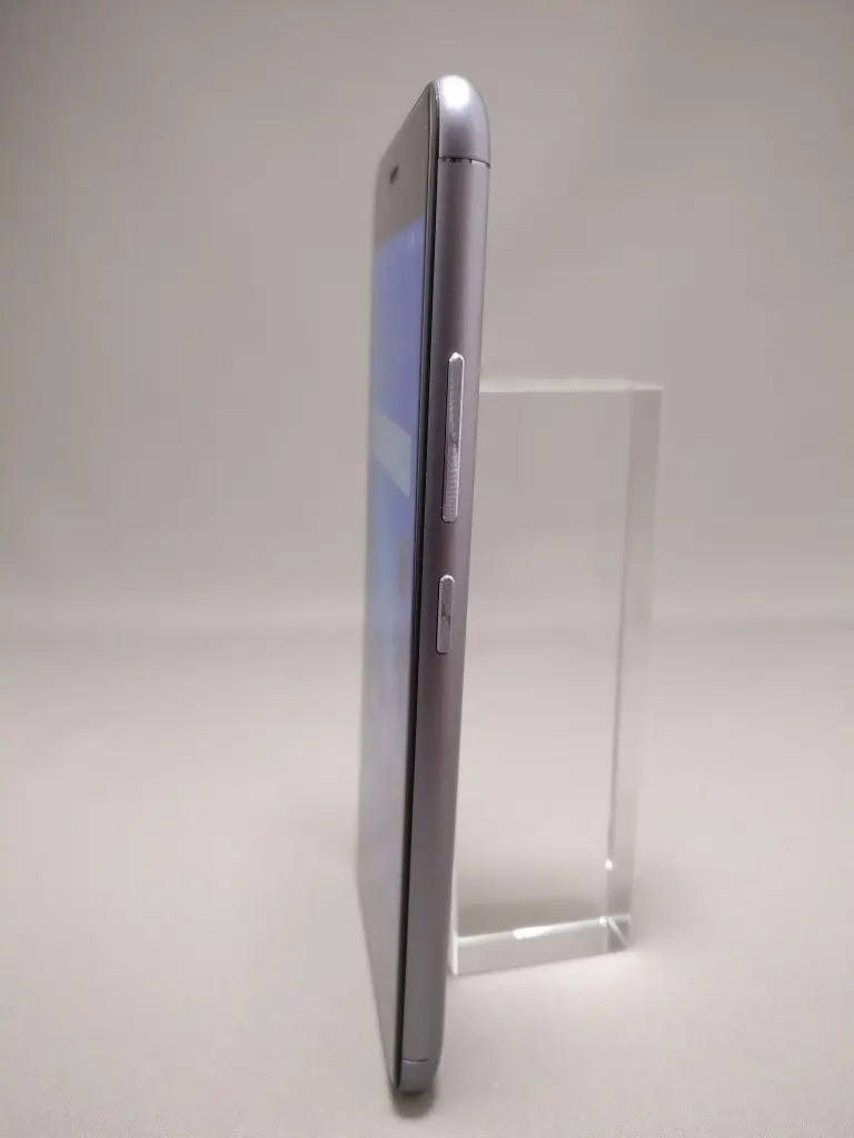 ASUS Zenfone Max 3 表 2