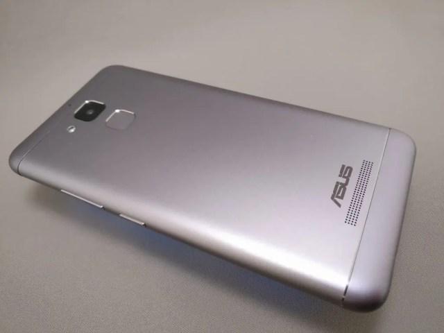 ASUS Zenfone Max 3 裏 斜め