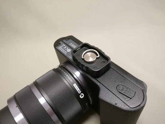 AUKEY スマートフォンホルダー+三脚 CP-T03 Yi M1にクイックシュー装着
