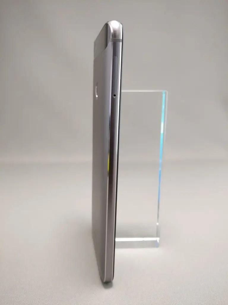 Huawei Nova 裏 1