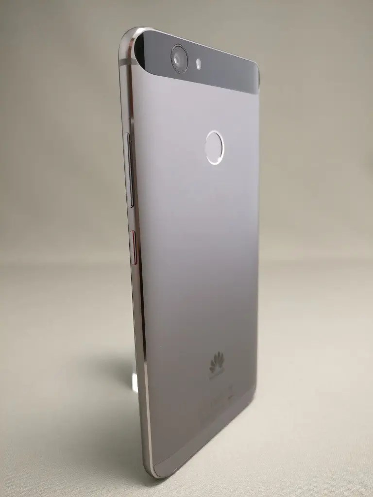 Huawei Nova 裏 12