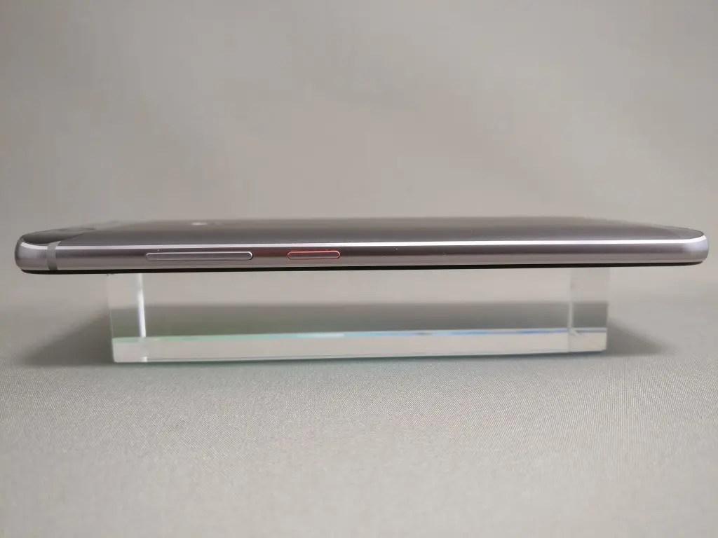 Huawei Nova 側面 左