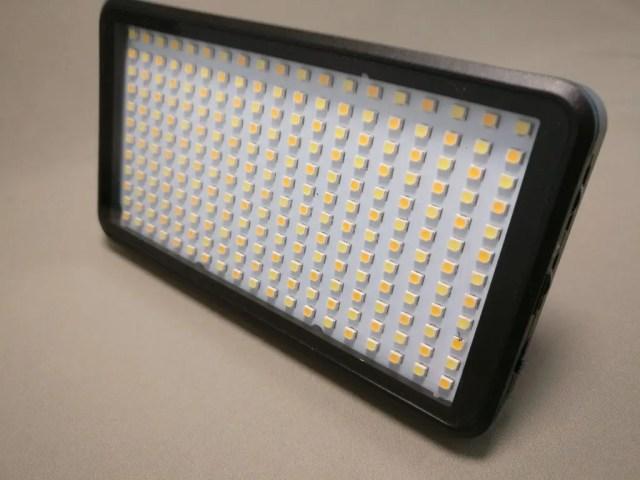 Andoer LEDビデオライト 点いてない