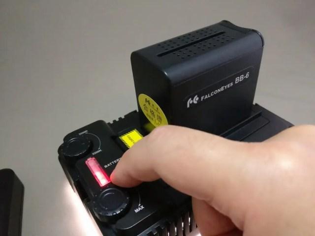 Andoer LEDビデオライト 比較 点く 残電力