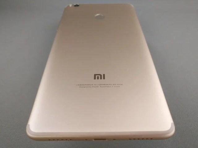 Xiaomi Mi Max 2 裏面 斜め下