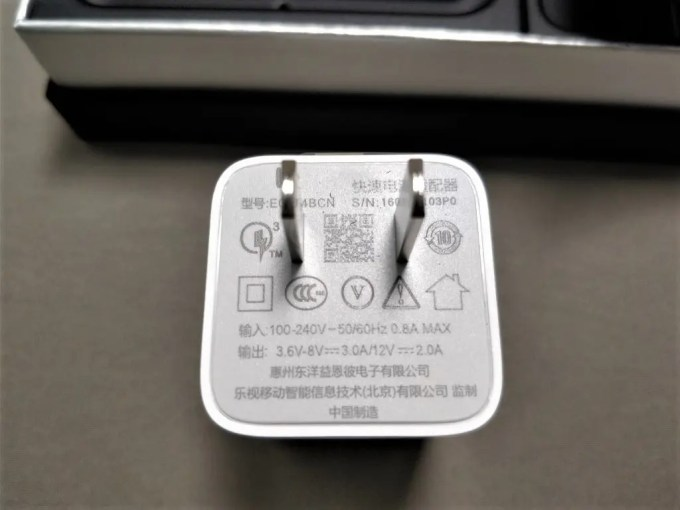 LeEco Le Pro3 Elite  開封 付属品 USBアダプタ