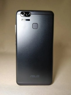 ASUS Zenfone Zoom S 裏面7