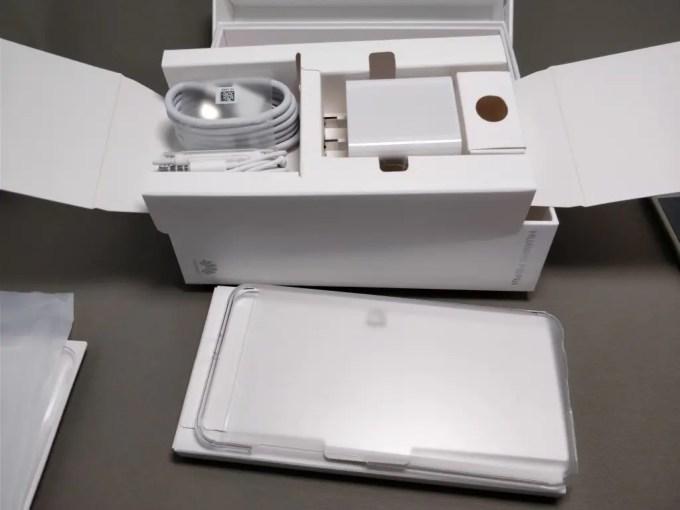 Huawei P10 Plus 化粧箱 付属品 セット2