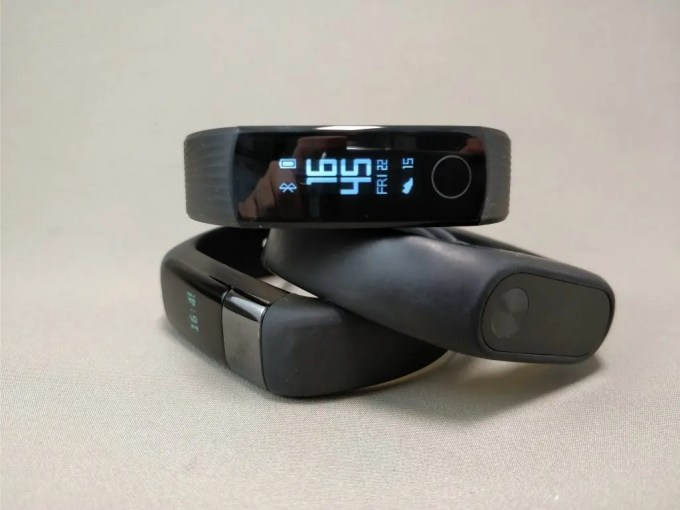 Huawei Honor Band 3 本体とXiaomiバンド2