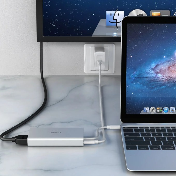 Aukey USB-C PD ハブ CB-C55 HDMIつなげる