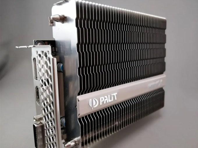 Palit GeForce GTX 1050 Ti KalmX 本体 斜め2