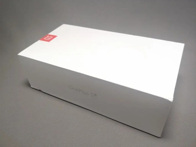 OnePlus 5T 化粧箱 斜め