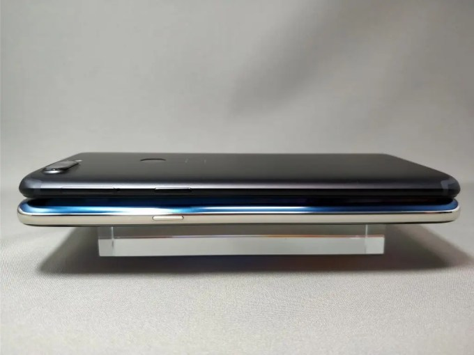 OnePlus 5T と KOOLNEE K1 外観比較 横