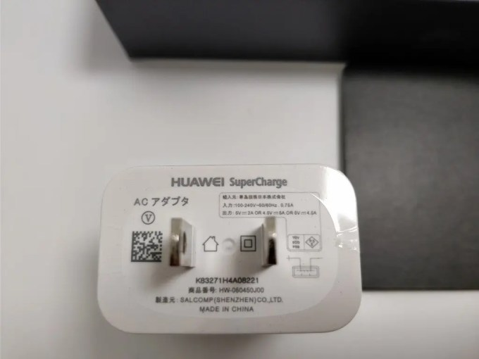 Huawei Mate 10 Pro 化粧箱 開封 付属品 USBアダプタ