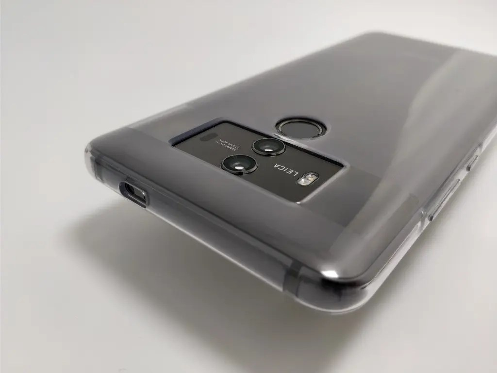 Huawei Mate 10 Pro 化粧箱 開封 保護ケース 裏 斜め