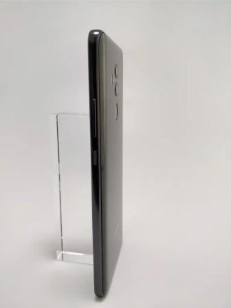 Huawei Mate 10 Pro 裏 3