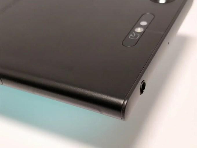 Sony Xperia XZ1 裏 上角