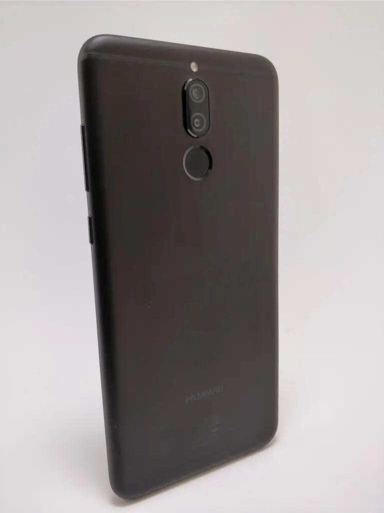 Huawei Mate 10 Lite 裏 9