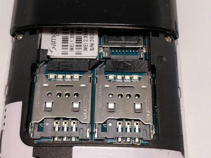 Samgle 3310 X 3G  SIMスロット