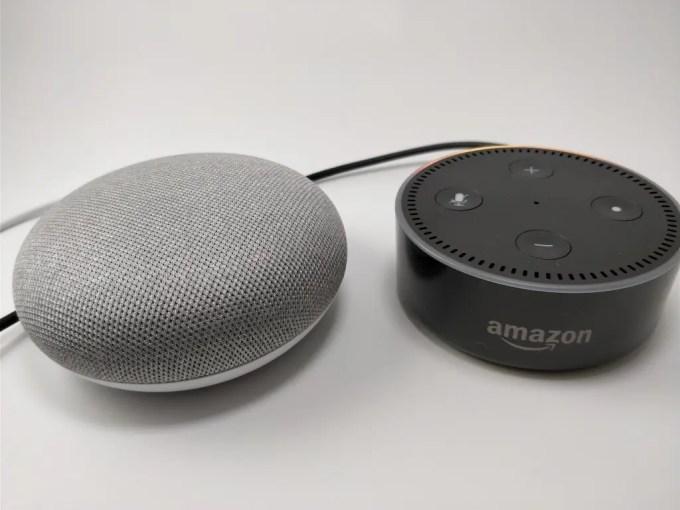Amazon Echo Dot VS Google Home 斜め