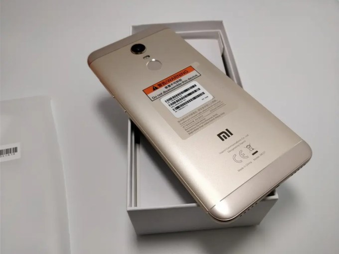 Xiaomi Redmi 5 Plus 開封 裏