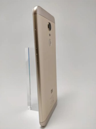 Xiaomi Redmi 5 Plus 裏 22