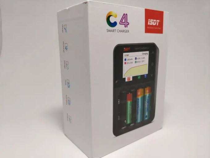 ISDT C4 8Aバッテリー充電器 化粧箱ななめ