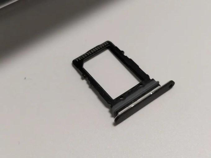 Pixel 2 XL SIMスロット