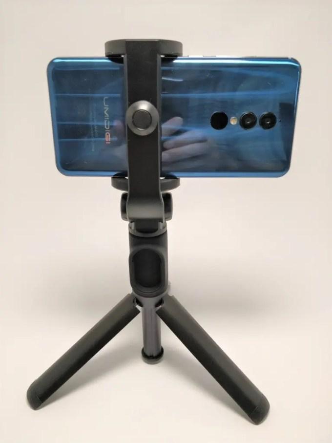 Xiaomiスマホ用自撮り棒本体に装着できるBluetoothシャッター Xiaomiスマホ用自撮り棒 本体とBTシャッター Xiaomi スマホ折りたたみ三脚・自撮り棒10 Xiaomiスマホ用自撮り棒 三脚