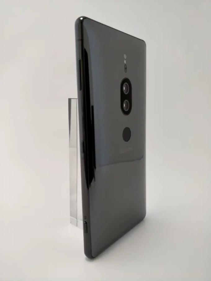Xperia XZ2 Premium 立て 斜め