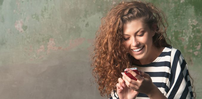 Dating sites are some of the easiest ways to find a partner in this day and age. But with it comes the occasional fake. We teach you how to know if a girl is playing you online with six easy steps.