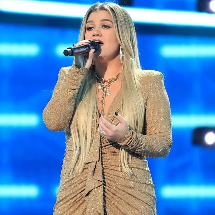 kelly clarkson 2020 billboard awards