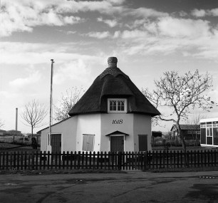 1989 - Dutch Cottage with Oxy structures background left