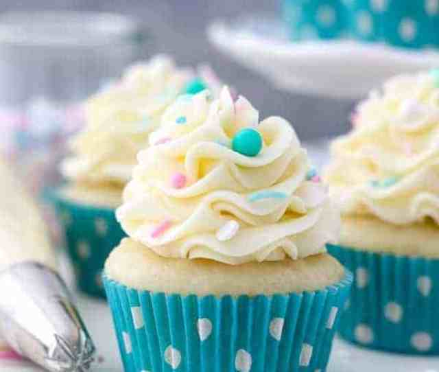 A Trip Of Vanilla Cupcakes Topped With Vanilla Buttercream The Cupcakes Have Teal Polka Dot