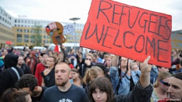 जर्मनी के लोग भी सीरियाई शरणार्थियों का स्वागत कर रहे हैं.(Photo Courtesy: http://www.dw.com)