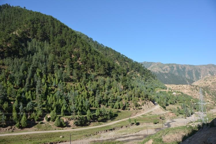 A road view to Mgar-tse.