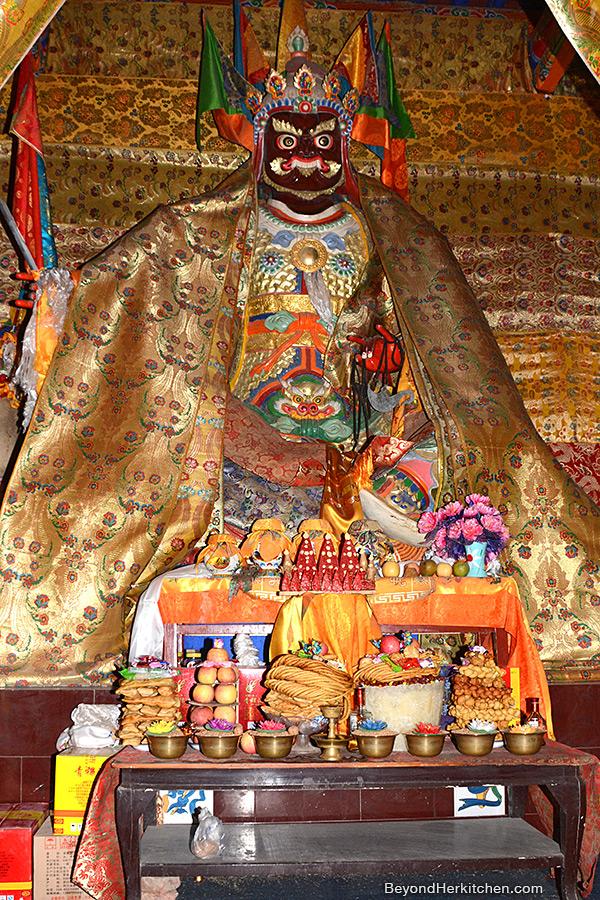 Lhakang , losar offer, Tibetan Mountain god, Amyes-lhari