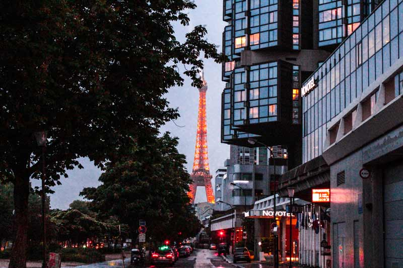 eiffel-tower-in-the-evening