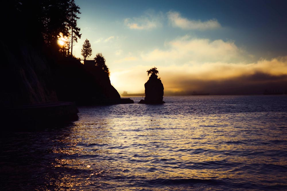 Third Beach during sunset in Vancouver, beautiful beach weather, Stanley Park