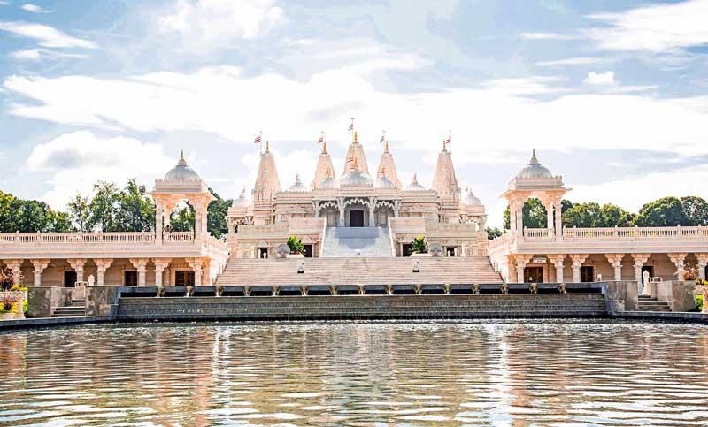 BAPS-Shri-Swaminarayan-Mandir-during-the-day