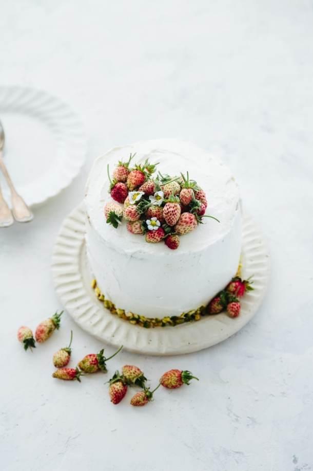 pistachio olive oil cake