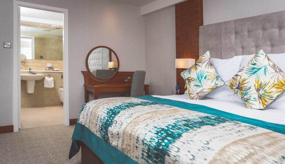 hotel room amenities